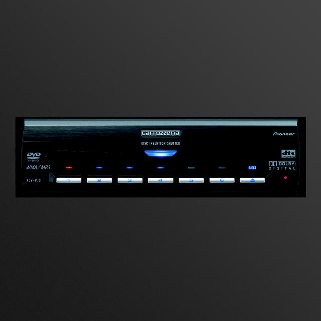 画像: 後席専用のDVDマルチプレーヤー。DVDビデオだけでなく、CDなどの再生も可能となっている。後席専用デジタルTVチューナーチューナーも装備。