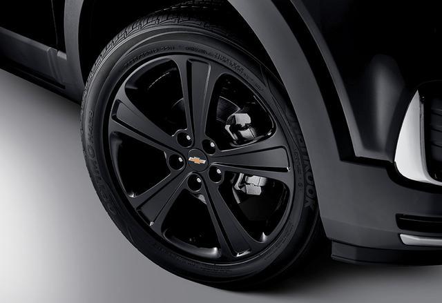 画像: 特別装備の19インチブラックペインテッドホイール。タイヤサイズは235/50R19で、標準モデルと同じ。