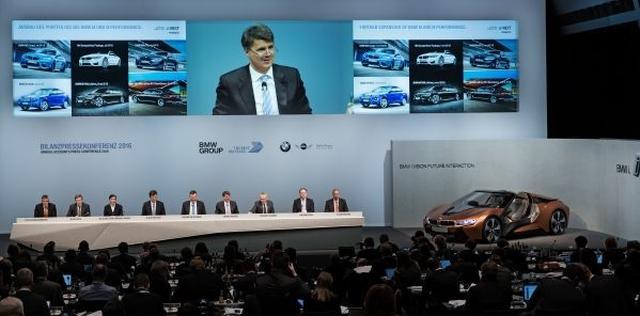 画像: 新しい8シリーズが「歴史的セールスアイテム」として位置付けられる背景にあるのが、BMWが2016年3月に発表した、戦略的方向性「Strategy NUMBER ONE > NEXT」だ。そこでは電動化、デジタル化という大きな変革の波に飲み込まれようとしている次世代モビリティにおいても、BMWというブランドが、プレミアムな商品とプレミアムなサービスを提供し続けていくことが宣言されている。