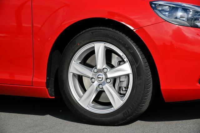 画像: タイヤはミシュランのプライマシー3で、サイズは205/55R16。