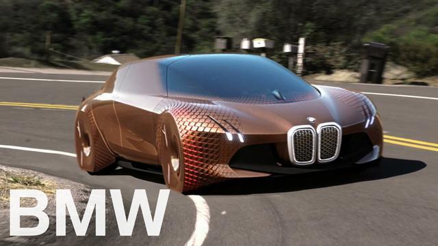 画像: The ideas behind the BMW VISION NEXT 100 BMW公式チャンネルではないため直接紹介するのは避けたが、YouTubeの「CAR TV」公式チャンネルで「BMW Vision Next 100 - interior Exterior and Drive」と題された動画が公開されている。6分ほどの長いコンテンツだけれど、かなり面白い。よかったら、そちらもぜひ。 www.youtube.com