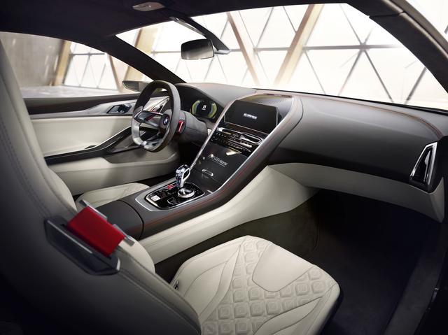 画像: 無駄がないから美しい。運転に「集中」するために「集中」された機能。