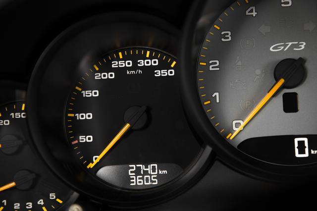 画像: スピードメーターは350km/hスケール。
