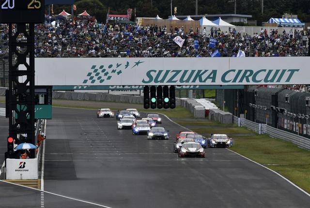 画像: 2016年鈴鹿1000kmレースのスタートシーン、NSXがトップ!