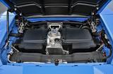画像: 5.2LのV10エンジン本体は、ほとんど見えない。ミッションは7速DCTで、車名のとおり後輪のみを駆動する。