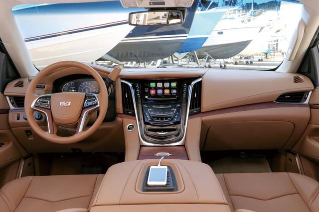 画像: Apple CarPlay機能に対応。電話など多彩な機能が操作できる。