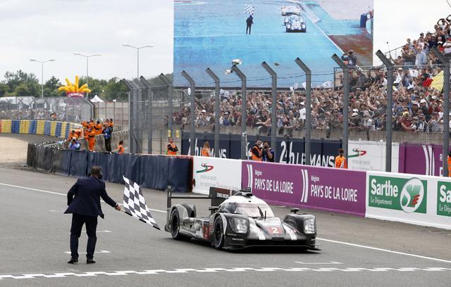 画像: 2016年のル・マン24時間レースで優勝を飾ったポルシェ919ハイブリッド2号車。