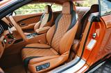 画像: フロントシートはまるで高級家具のようで、しかもサイドサポート性はいかにも高そうだ。