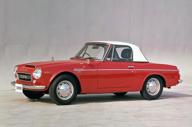 画像: 2代目 フェアレディのトップモデル、SR311型「フェアレディ2000」は1967年にデビュー。