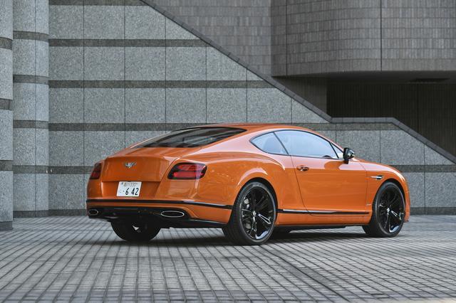 画像: 鮮やかなオレンジのボディカラー。こうした派手な色がよく似合うのもベントレーの特長。