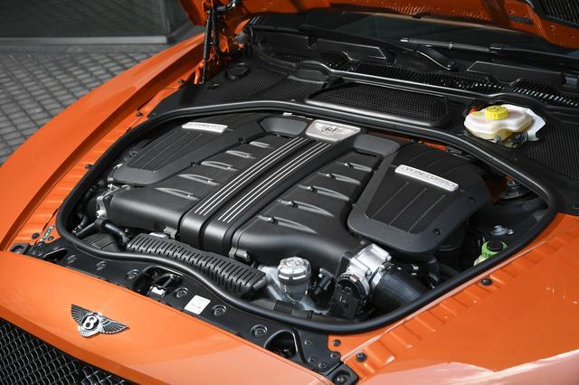 """画像: """"Speed""""が搭載するW12DOHCツインターボエンジンの最高出力は642ps。スムーズでしかも力強い。"""