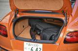 画像: トランクルーム容量は358L。ゴルフのキャディバッグを搭載するとこうなる。「撮影協力: TUMI(TUMI.co.jp/) 」