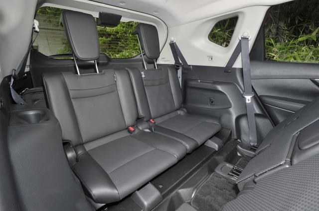 画像: 2Lガソリン車の20Xでは、 3列シートも選択可能。