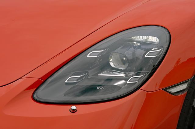 画像: 4灯のデイタイムランニングライトを備えた、新デザインのLEDヘッドライトはオプション。