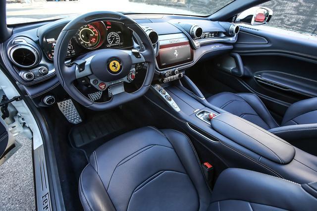画像: ルッソは独自の4WDシステムを採用するが、ルッソTはニーズに合わせてFRを採用。