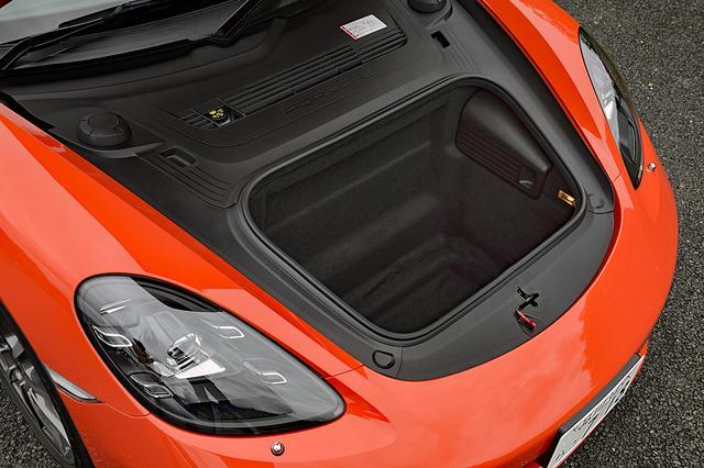 画像: フロントのトランク容量は150Lで、これはケイマンも同じ。深さも十分あるので、意外と使い勝手は高い。