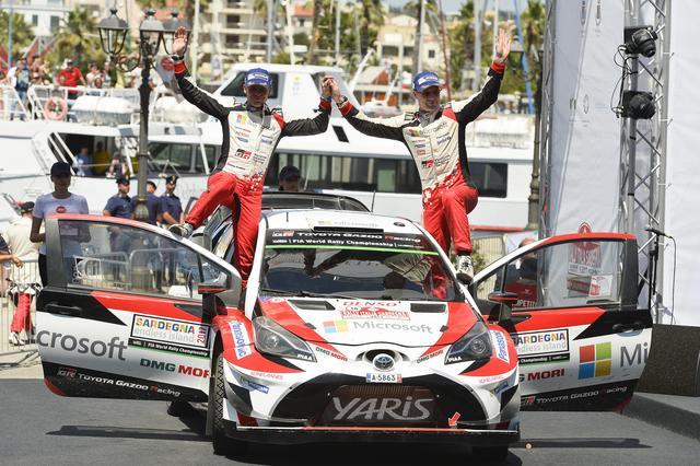 画像: 2位に入ったヤリ-マティ・ラトバラ(右)/ミーカ・アンティラ組(ヤリスWRC #10号車)