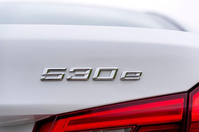画像: BMWの6番目のiパフォーマンスモデルとして5シリーズに追加された530eはPHEVモデルだ。