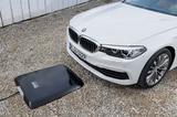 画像: オプションで充電ケーブルを使用しないワイヤレス充電も新たに設定された。
