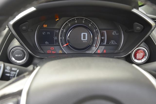 画像: S660 メーター スピードメーターは中央のデジタル表示。その回りには9000rpmまで刻まれたタコメーター。