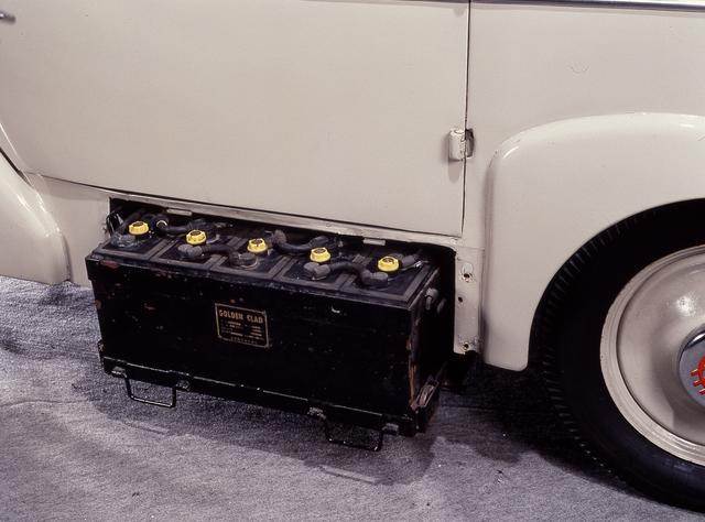 画像: バッテリー。当時は回生技術はなく、余った電気は熱に変換して捨てていた。