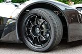 画像: タイヤは前後異サイズのクムホ ECSTA V700。ホイールはOZ製で、ブレーキはAPレーシング製。