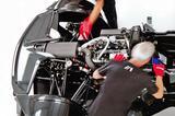 画像: カウルを外すのは大変なので、エンジン写真はカタログから。280bhp/308Nmを発生するフォード製の2.3L 直4DOHCをミッドシップ搭載。