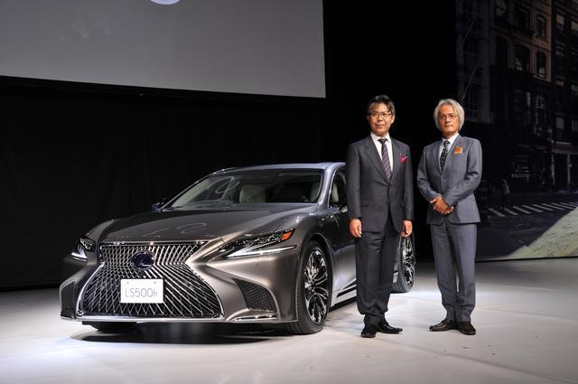 画像: Lexus Internationalの澤良宏プレジデント(右)と、開発の陣頭指揮をとった旭利夫チーフエンジニア(左)