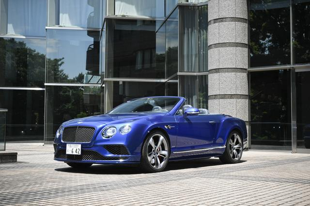 画像: ベントレー コンチネンタル GT スピード コンバーチブル。ボディカラーは目に鮮やかなブルー。