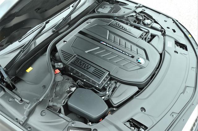 画像: 8速ATとの組み合わせで、JC08モード燃費はリッター7.6km/Lだ。