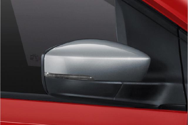 画像: ボディカラー別色のカラードドアミラーを装備