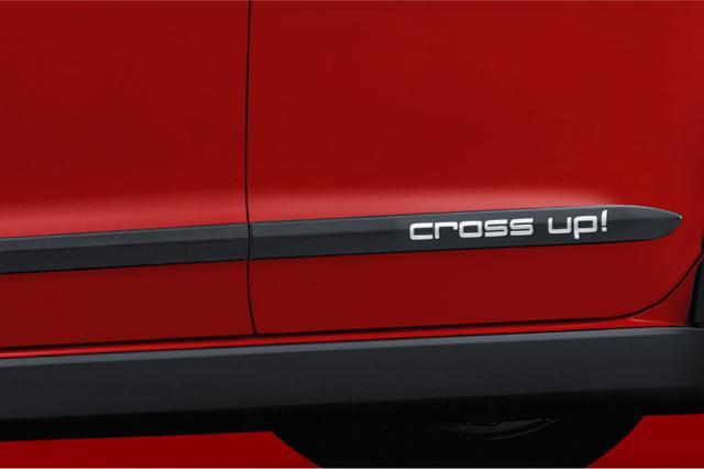 画像: クロスアップのサイドモールはcross up!のロゴ入り