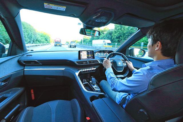 画像: アダプティブ・クルーズコントロールも装備し、高速クルージングは安心かつ快適に楽しむことができる。