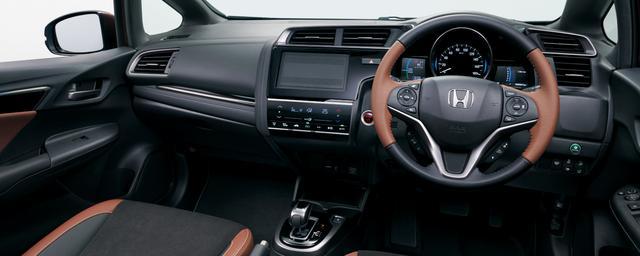 画像1: フィット HYBRID・L Honda SENSING(ブラック×ブラウン<コンビシート>)