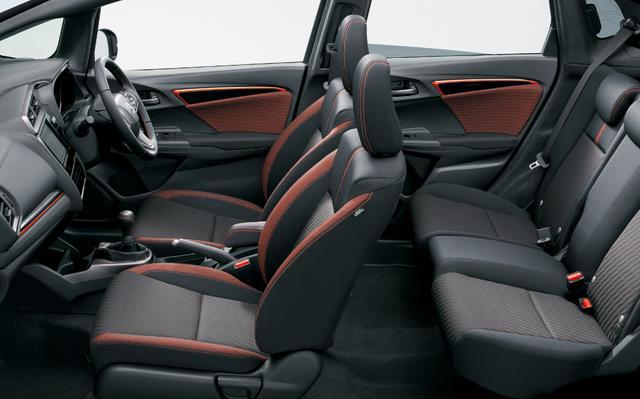 画像: フィット RS Honda SENSING(ブラック×オレンジライン)