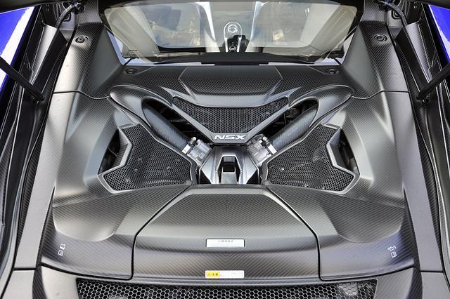画像: エンジン単体でも507ps/550Nmを発生する3.5LのV6ツインターボ。カーボンのカバーはオプション。