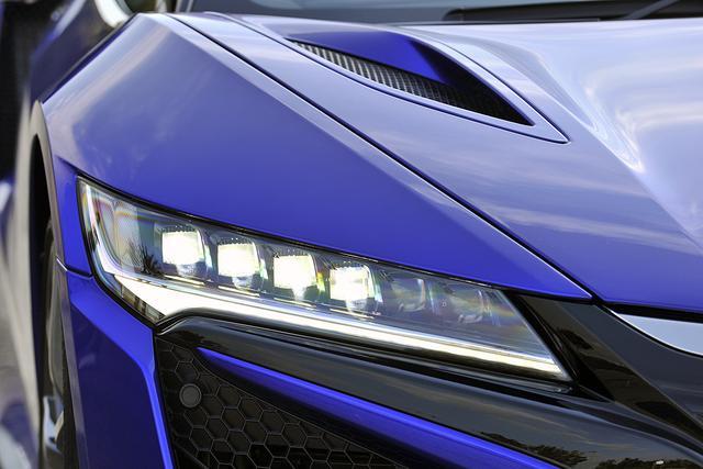 画像: 「ジュエルアイ」と呼ばれるLEDヘッドライトはオートレベリング/オートライトコントロール機能付き。