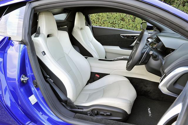 画像: オーキッドという内装色のセミアニリンレザー製のパワーシート(もちろんヒーター付き)もオプション。