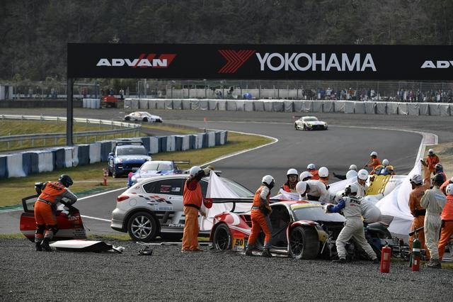 画像: 50号車フェラーリが大クラッシュ、ドライバー新田守男は無事救出された
