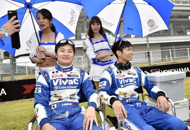 画像: 富士ではGT500クラスにレンタルされた山下健太が本来のチームに戻りリラックス 望愛チャン見てるのはイケナイ画像?