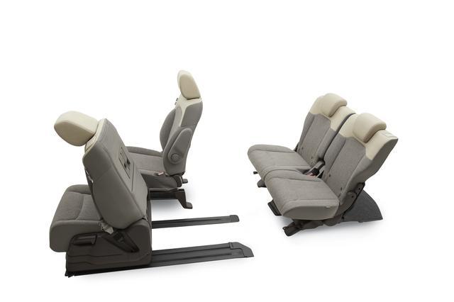 画像: 助手席を一番前にすれば、後部座席から運転席への移動も可能だ。