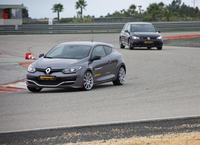 画像: スペイン・モンテブランコサーキットでのPC6試走会の様子。