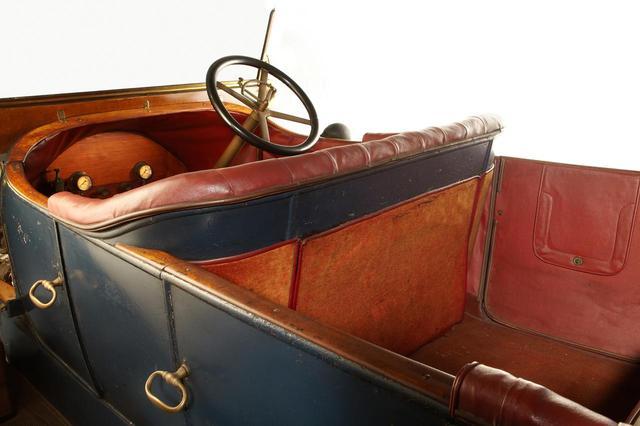 画像: 1910年製のアルファロメオ24HP。現存するこのクルマを見ると右ハンドルだったことがわかる。