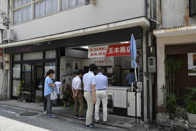 画像: 生口島の玉木商店は、1962年創業のローストチキン専門店。チキンの写真を撮る前に食べてしまいました…m(_ _)m。