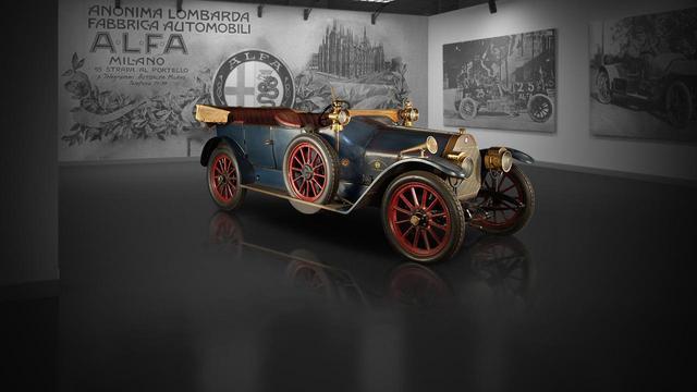 画像: 1910年製アルファロメオ24HP。当時は欧州車でも右ハンドルが一般的だった。
