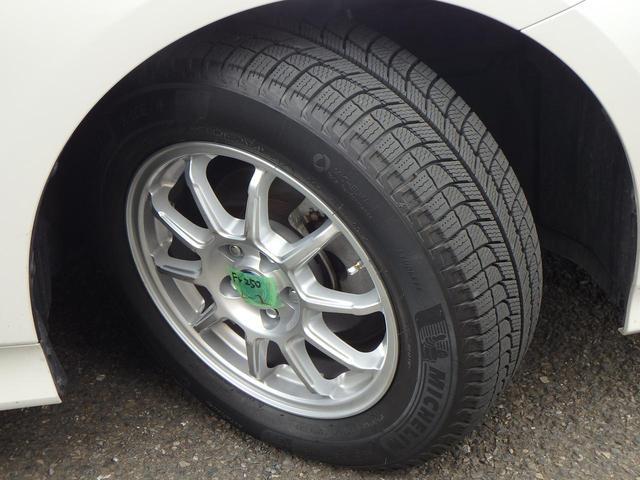 画像: ドライ路面ではまるでサマータイヤのような走り味。スピードレンジはサイズによりT(〜190km/h)、H(〜210km/h)の2種類。