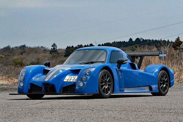 画像: 日本のナンバープレートが付いているのが不思議に見える、クローズドクーペのレーシングカーそのもののスタイリング。