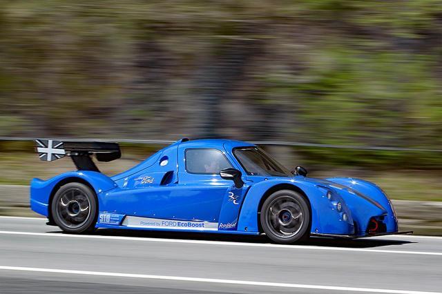 画像: 900kgちょっとの車重に460psのパワーだから、そのパフォーマンスをフルに味わうにはサーキットへ行くしかない。