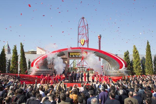 画像: こちらはバルセロナ郊外に2017年4月にオープンした「フェラーリ ランド」。フェラーリ ワールドより遊園地っぽい。