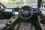 画像: SUVだがスポーツカー系ポルシェと同じ流儀で構成されたインパネ。